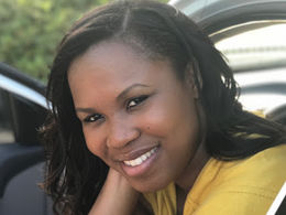 Headshot of Angie Brice Thomas, a Teach For America staff member.