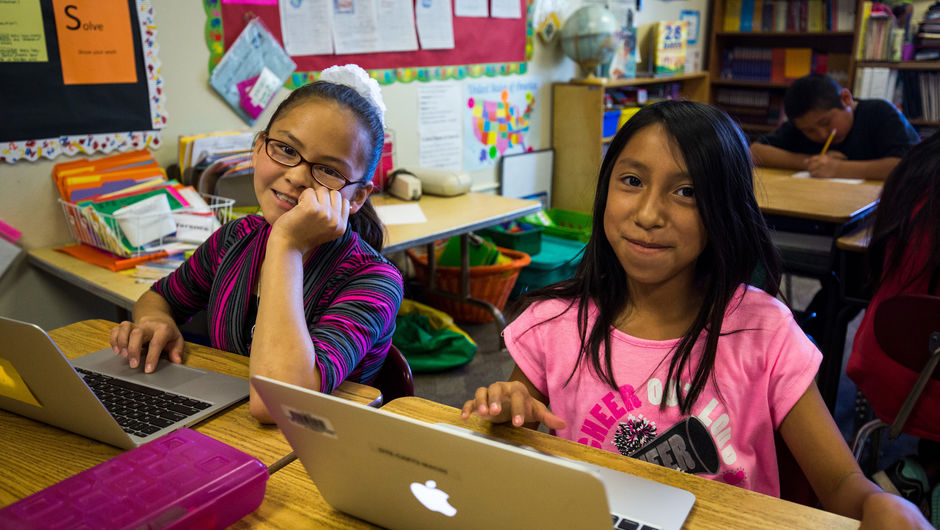 Students on computers in 4th grade at Dowa Yalanne Elementary in Zuni, New Mexico.