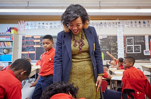 A Teach For America alumna working with students in the classroom.